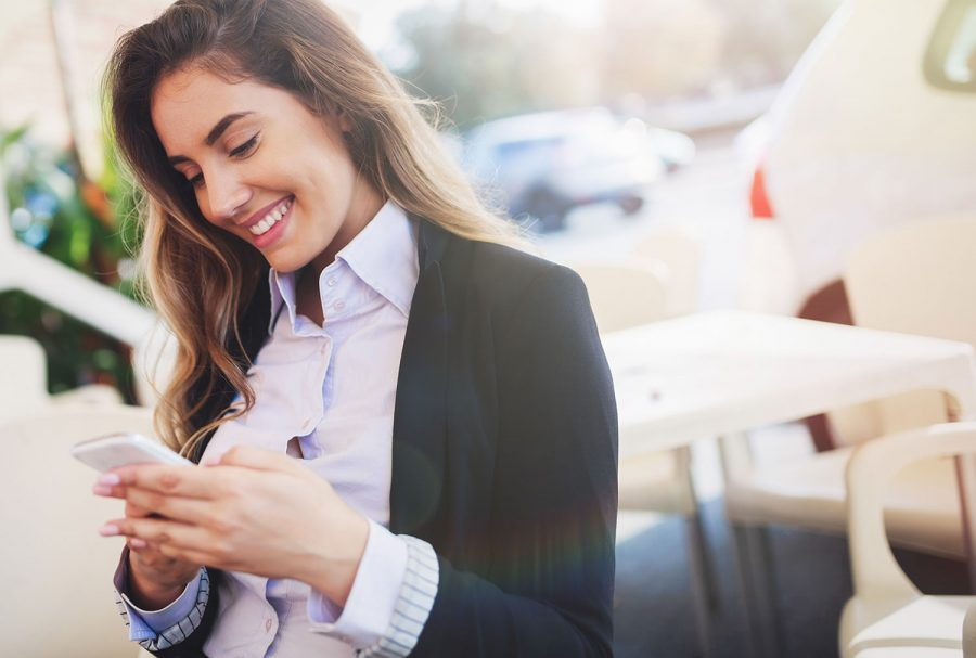 Engage potential candidates with mobile recruiting software.